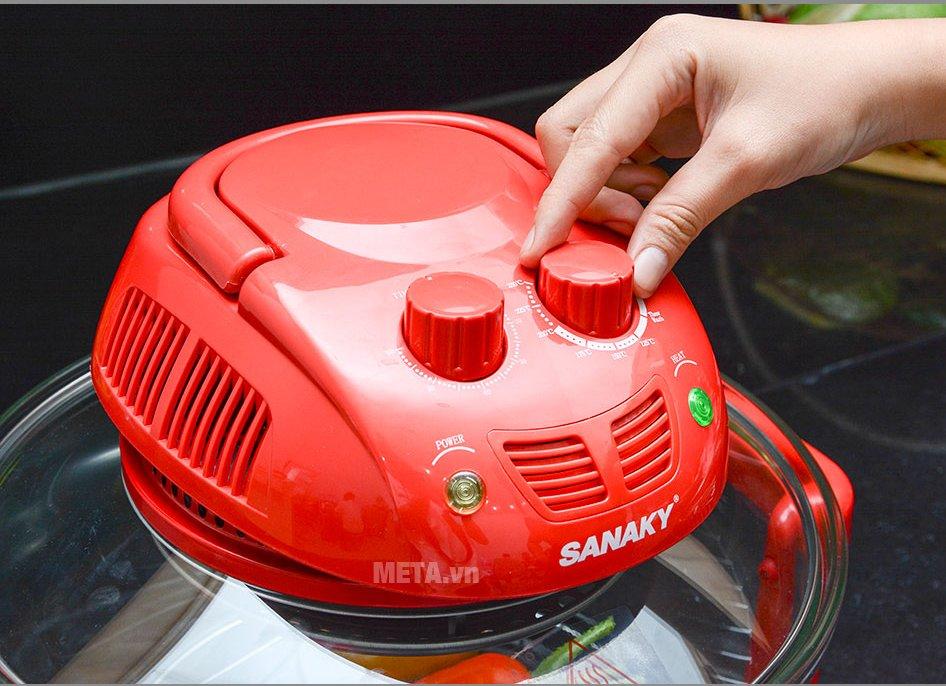 Lò nướng thủy tinh Sanaky VH 188T/D dễ dàng sử dụng với núm vặn
