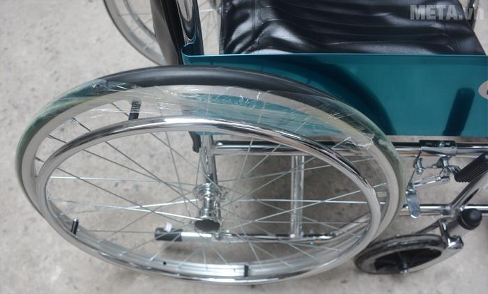 Xe lăn tiêu chuẩn Lucass X9 với bánh xe di chuyển dễ dàng
