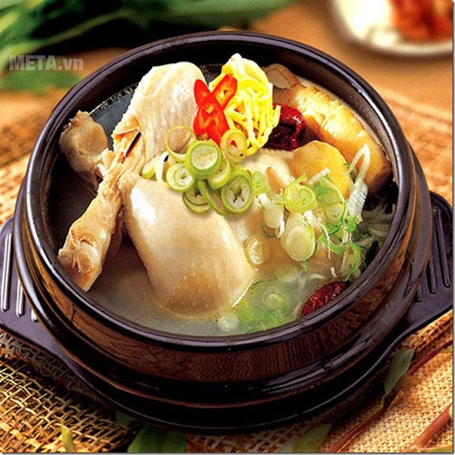 Món gà tần được làm với nồi cơm điện