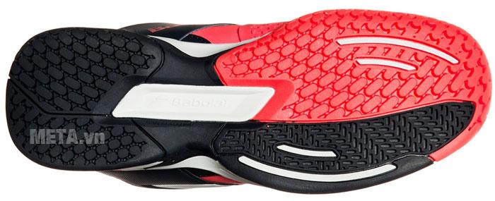 Đế giày nhiều rãnh chống trơn trượt