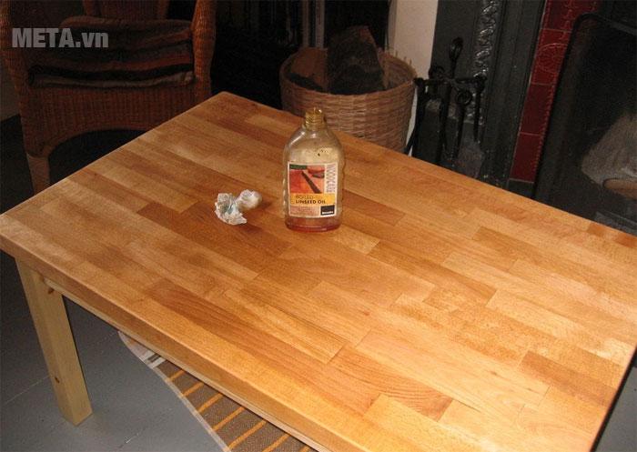 Chiếc bàn hoàn chỉnh sau khi đã sơn xong