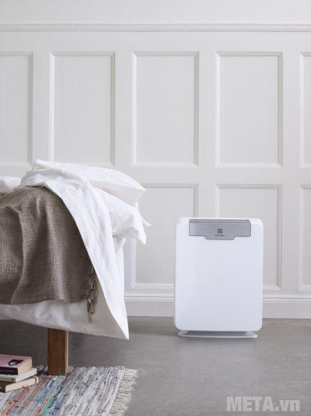 Máy lọc không khí Electrolux EAC415 có công nghệ lọc hepa loại bỏ bụi, phấn hoa, mốc, chất gây dị ứng
