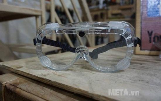 Sử dụng kính khi dùng cưa lọng để bảo vệ mắt