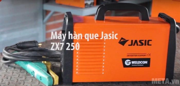 Máy hàn que Jasic ZX7-250 đi kèm 2 đầu nối nhanh