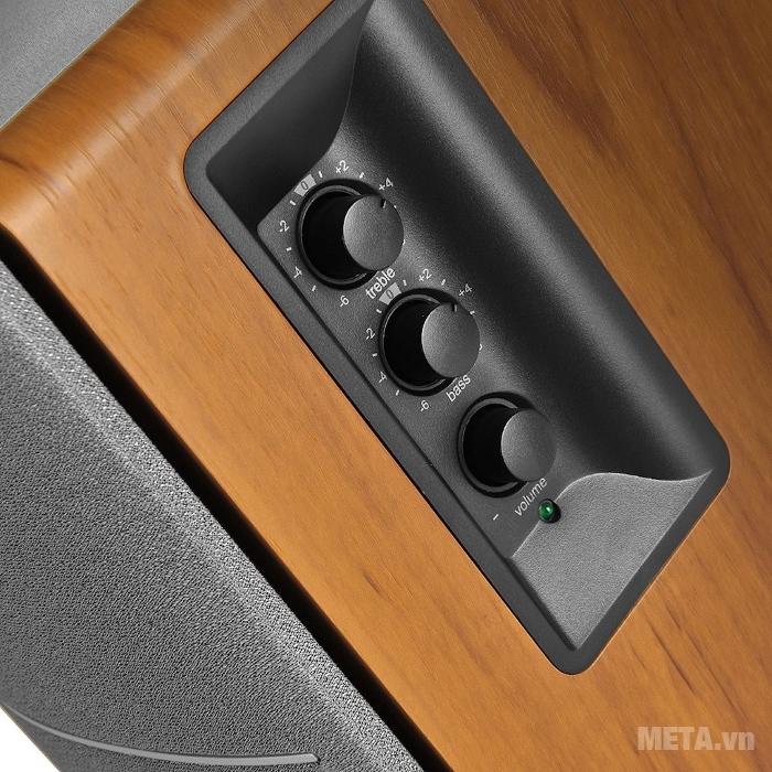 Chức năng điều chỉnh được bố trí ở mặt thành loa Bass