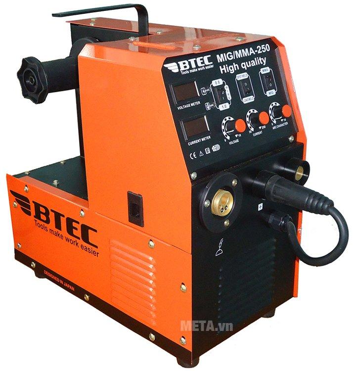 Máy hàn Btec MIG/MMA-250 sử dụng điện áp AC 220V với dây hàn có đường kính từ 0.8 - 1.6 mm.