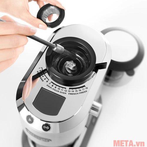 Máy xay cà phê Delonghi KG521.M có 18 thiết lập xay cho cà phê
