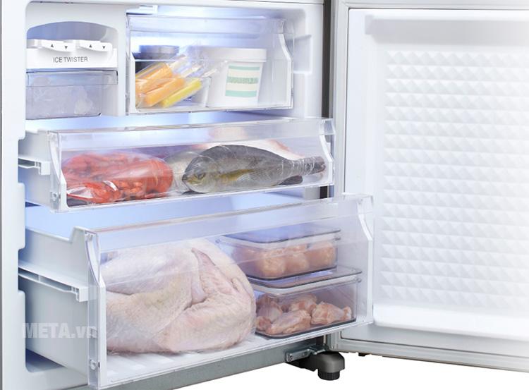 Tủ có 3 ngăn đông giúp thực phẩm không bị lẫn mùi