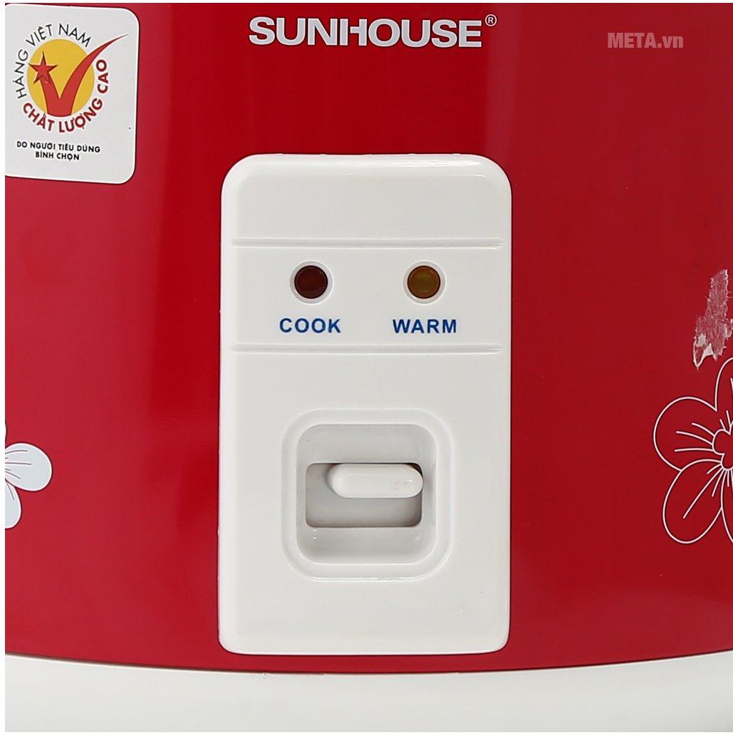 Nồi cơm điện Sunhouse SHD8601 có nút gạt điều chỉnh dễ dàng