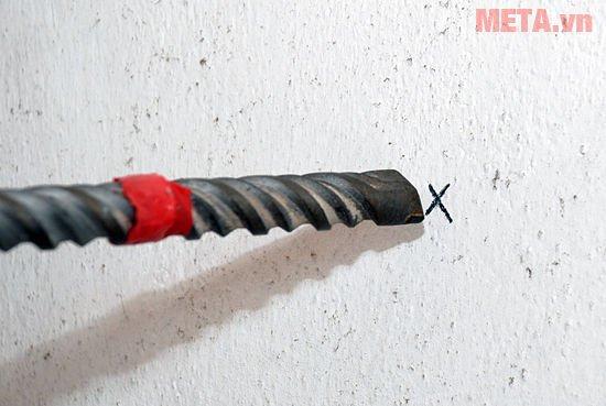 Đánh dấu điểm cần khoan trước khi khoan