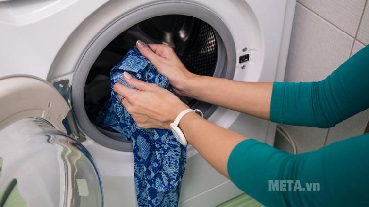 Máy giặt có khả năng cho thêm quần áo vào khi máy đang hoạt động