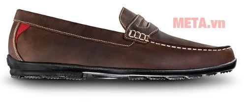 Gót giầy tròn ôm sát bàn chân tạo cảm giác thoải mái khi di chuyển