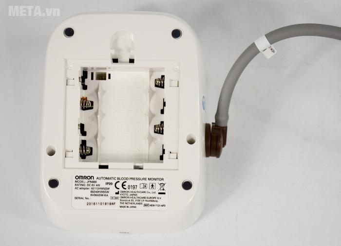 Nơi lắp pin được thiết kế ở mặt sau