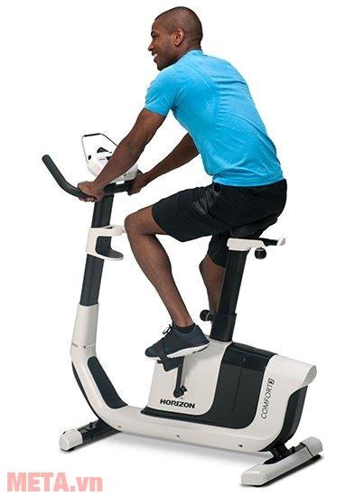 Xe đạp tập Horizon Comfort 3-02 phù hợp với mọi đối tượng tập luyện trong gia đình