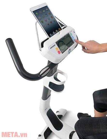 Xe đạp tập Horizon Comfort 3-02 hỗ trợ kết nối với máy tính bảng