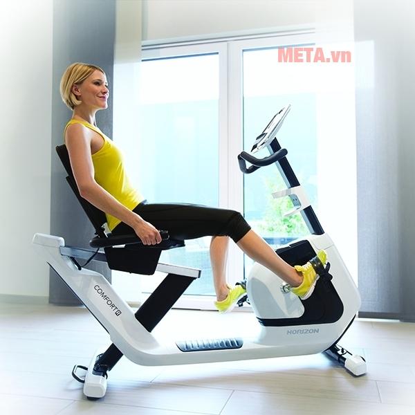 Xe đạp tập Horizon ghế tựa Comfort R-02 có thiết kế tay cầm ở hai vị trí cho bạn lựa chọn