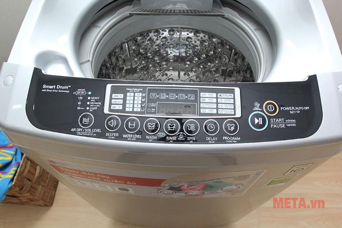 Máy có 8 chương trình giặt và 10 mức nước tùy chọn