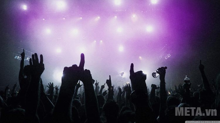 Âm nhạc là hình thức giải trí không thể thiếu của con người.