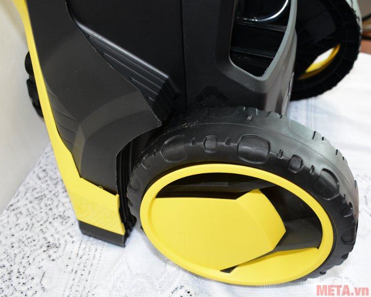 Máy phun áp lực cao Karcher K5 EU có 2 bánh xe di chuyển