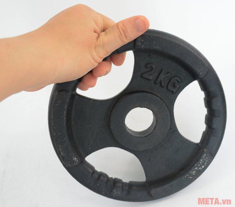 Tạ đĩa gang 2 kg phù hợp cho cả nam và nữ sử dụng