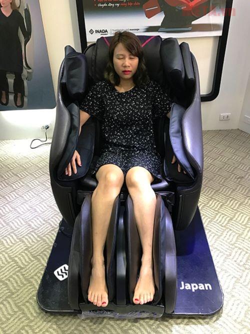 Ghế massage toàn thân Inada HCP-S878D cho người dùng trải nghiệm