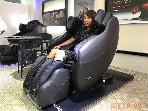 Ghế massage toàn thân Inada HCP-S878D