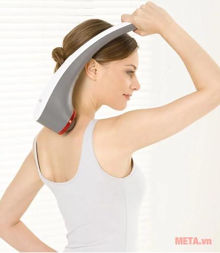 Tay cầm dài giúp bạn có thể tự massage