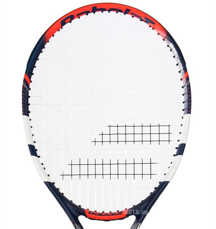 Mặt vợt được đan chặt chẽ giúp bóng được nẩy xa hơn