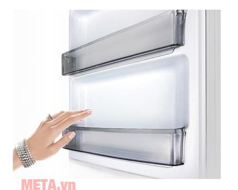 Tủ lạnh Panasonic NRBL268PSVN có khay làm đá trên ngăn đông