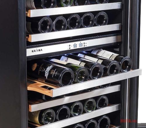 Tủ có sức chứa 45 chai và 6 kệ để