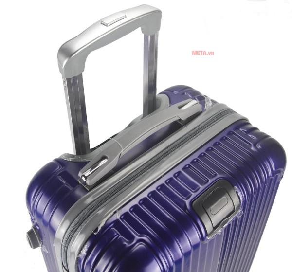 Tay kéo của vali được làm từ hợp kim không gỉ