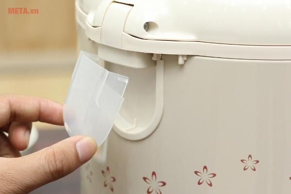 Ống đựng nước thừa giữ vệ sinh cho nồi và chống nước tràn ra thành nồi