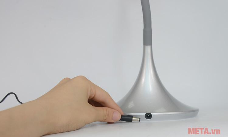 Ổ sạc của đèn bàn học sinh Protex PR-005L