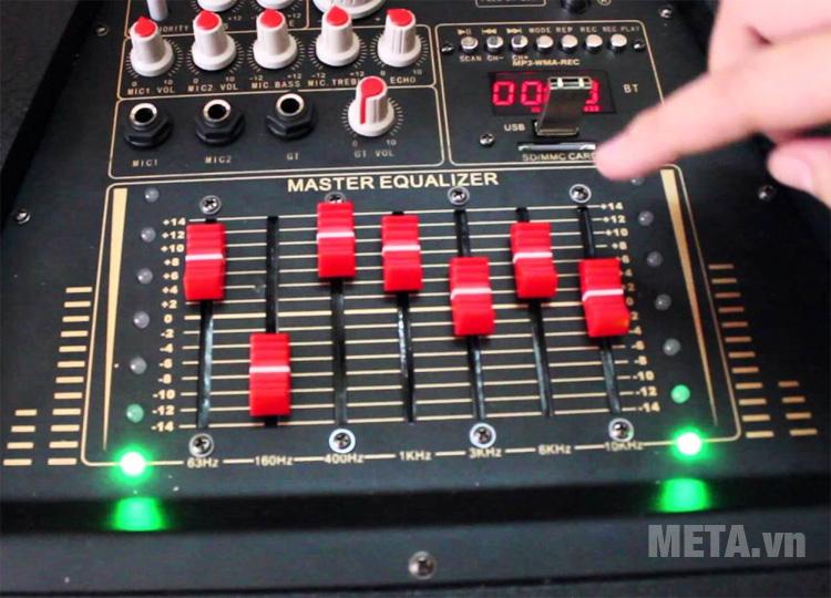 Bạn có thể điều chỉnh âm thanh của loa qua bảng điều khiển hoặc điều khiển từ xa