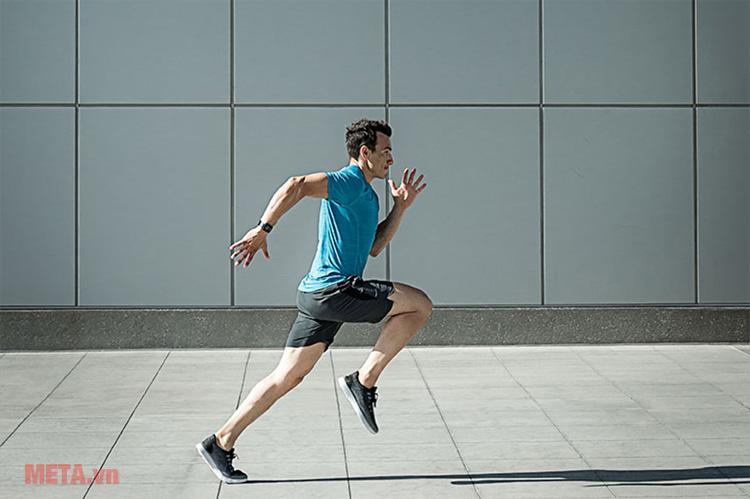 Vòng đeo tay Garmin Forerunner 35 có khả năng tự nhận biết những chuyển động của bạn