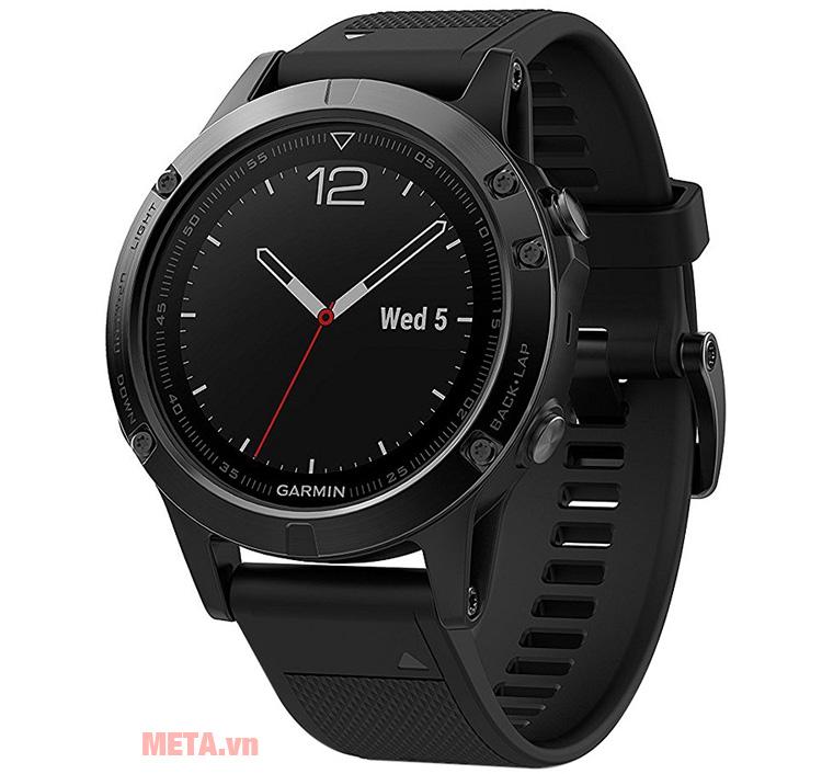 Vòng đeo tay Garmin Fenix 5 Sapphire Black có thể xem giờ như chiếc đồng hồ thông thường