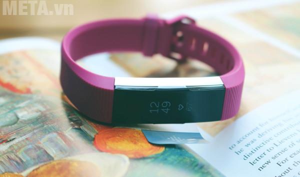Vòng tay theo dõi sức khỏe Fitbit Alta HR xứng đáng là người bạn đồng hành sức khỏe của bạn