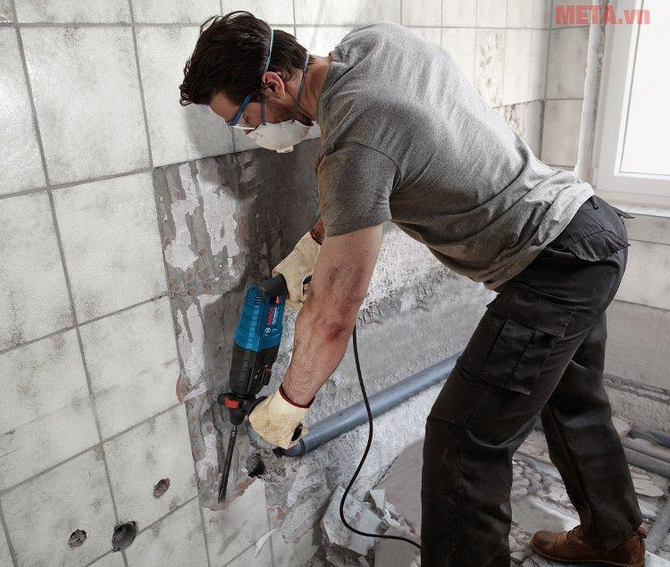 Máy khoan búa Bosch GBH 2-24 DRE có thể dùng đục tường vữa hoặc tường gạch