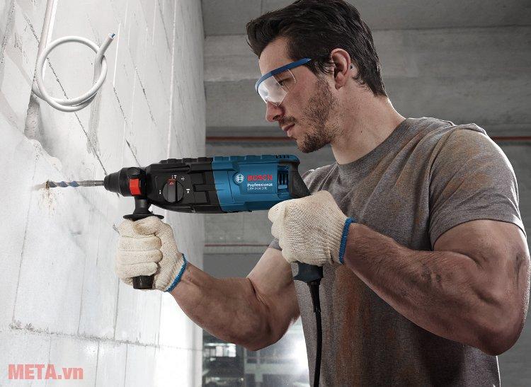 Máy khoan búa Bosch GBH 2-24 DRE có đường kính khoan tường 68mm