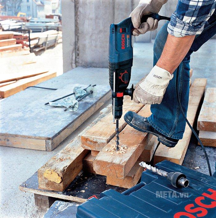 Máy khoan Bosch GBH 2-26 DRE cho khả năng khoan gỗ với đường kính 30mm