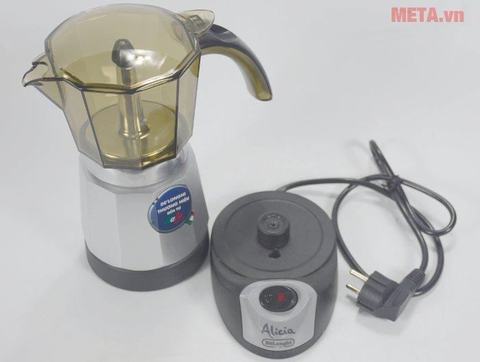 Ấm pha cà phê Delonghi Moka EMK-9 sử dụng công tác tắt/mở tiện lợi