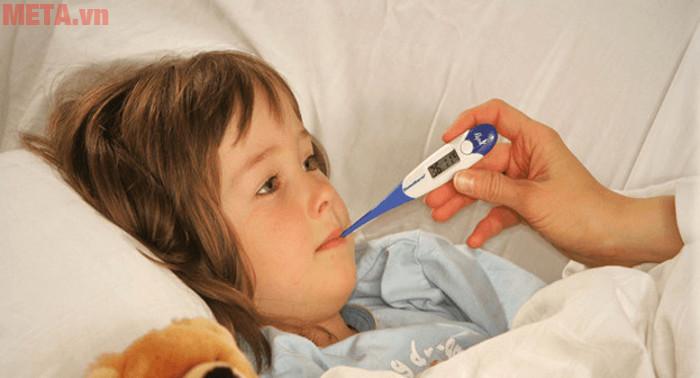 Trong nhà có trẻ nhỏ cha mẹ nên lựa chọn nhiều loại nhiệt kế để đo ở các trường hợp khác nhau