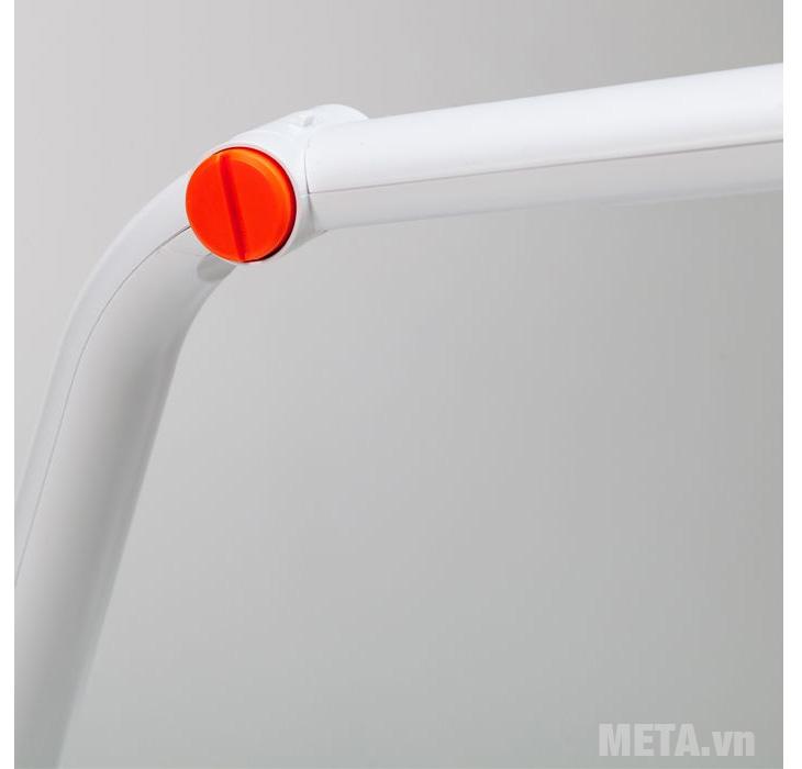 Bạn có thể điều chỉnh độ cao thấp của đèn tùy theo ý muốn