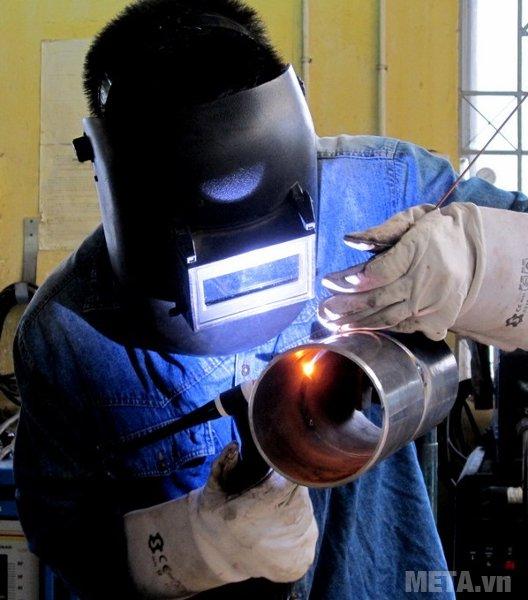 Dùng phương pháp hàn Tig ít bị bắn tia lửa điện nên an toàn hơn