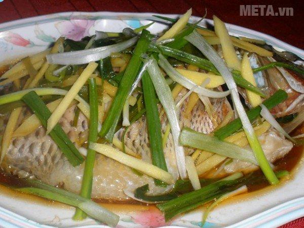 Món cá hấp đã xong, thật bắt mắt và ngon miệng