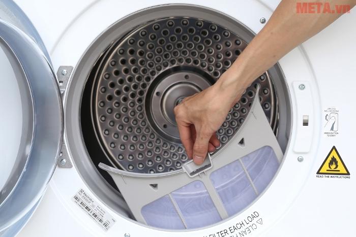 Máy sẽ giúp giảm thiếu tối đa vết nhăn trên quần áo khi sấy