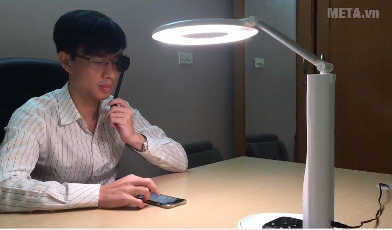 Đèn bàn học thông minh chống cận M-lamp có thể kiểm tra thị lực