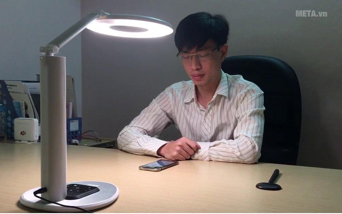 Đèn bàn học thông minh chống cận M-lamp thiết kế hiện đại