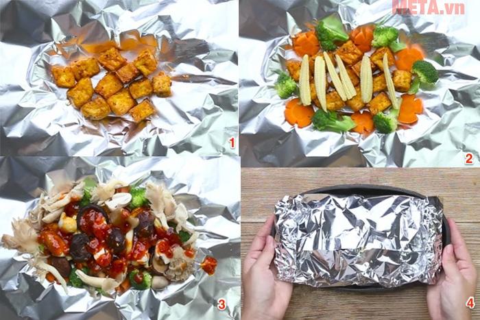 Bạn bọc đậu, nước sốt và rau củ sau đó nướng trong lò nướng