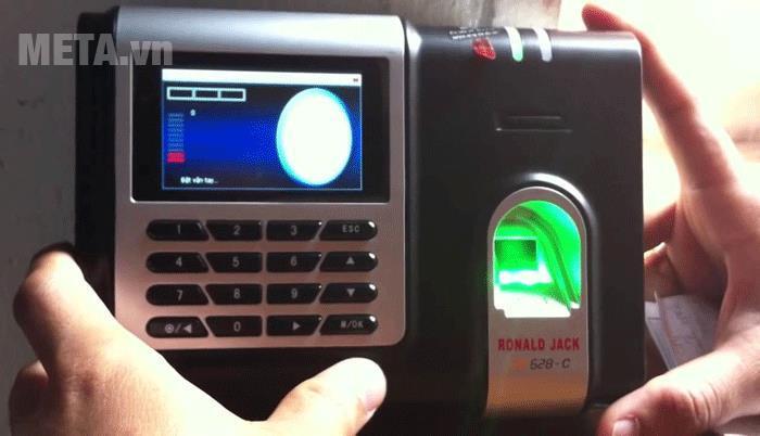 Máy chấm công Ronald Jack X628-C có màn hình LCD